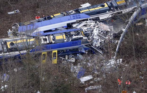 Confirman 10 Muertos En Choque De Trenes En Alemania; Error Humano, Posible Causa