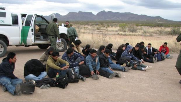 Denuncian Que Agentes Fronterizos Despojan A Migrantes Antes De Deportarlos