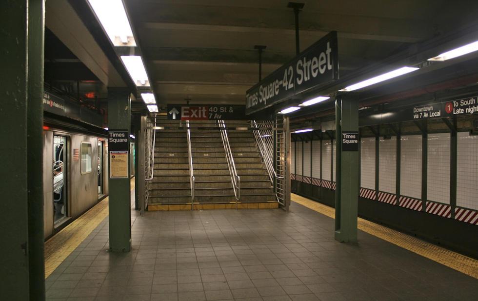 Una Mujer Muere Tras Ser Empujada A Las Vías Del Metro De Nueva York