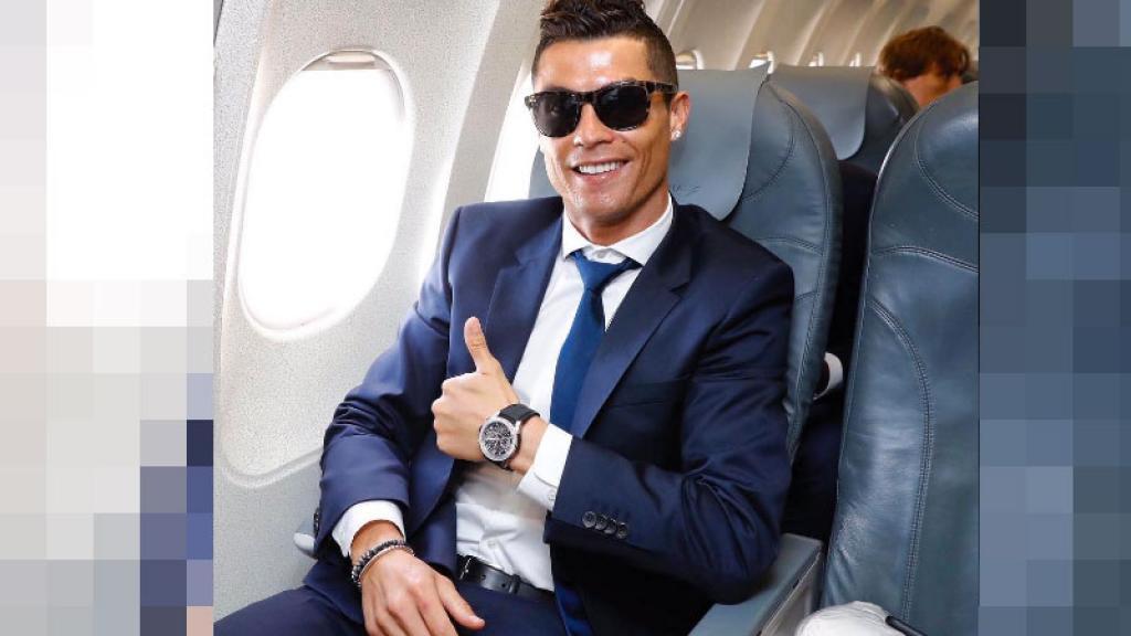 Cristiano Ronaldo celebra su popularidad ¡con striptease y provocando a sus 'haters'!