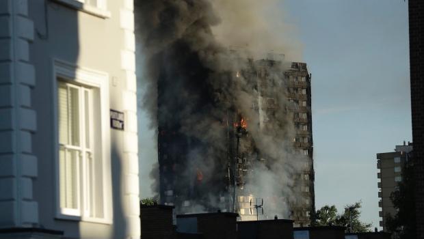 Suman 6 Muertos Por Incendio De Edificio En Londres