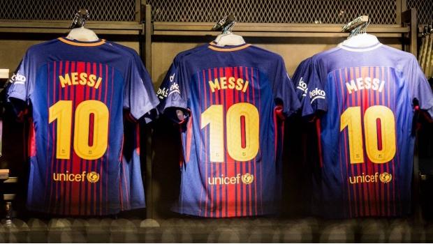 Sacerdote Corre A Un Niño De Misa Por Llevar La Camiseta Del Barça