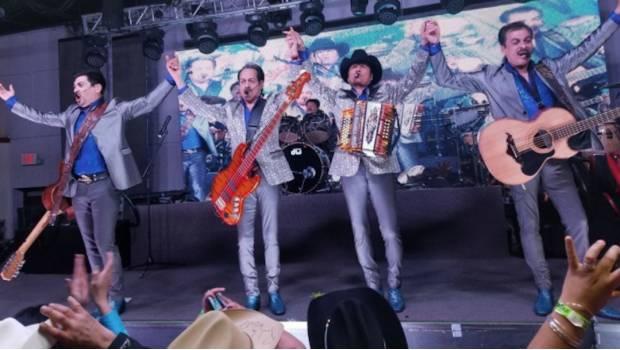 Los Tigres Del Norte Quieren Cantar Un Tema De Regaetón Con J Balvin