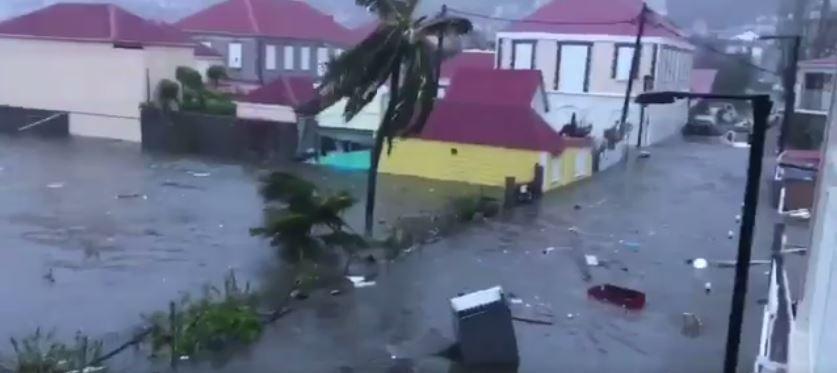 """El Huracán Irma """"destruye"""" El 90% De Los Edificios En Barbuda"""