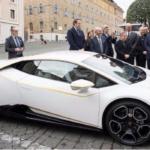 Recibe papa Francisco un Lamborghini Huracan