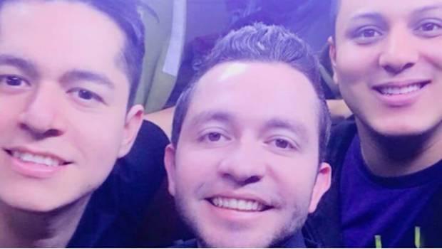 Aparece Fantasma En Selfie De 'La Adictiva'