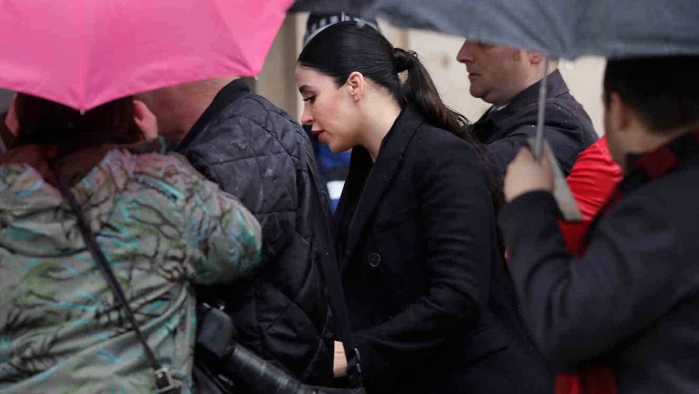 La Esposa De El Chapo Llegó A La Corte Con Prisa Y Prácticamente No Habló