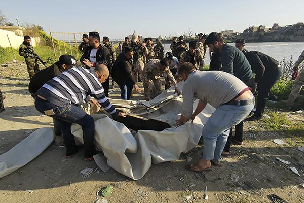 Más De 70 Muertos En Irak Al Volcar Un Ferry En El Río Tigris (VIDEO)