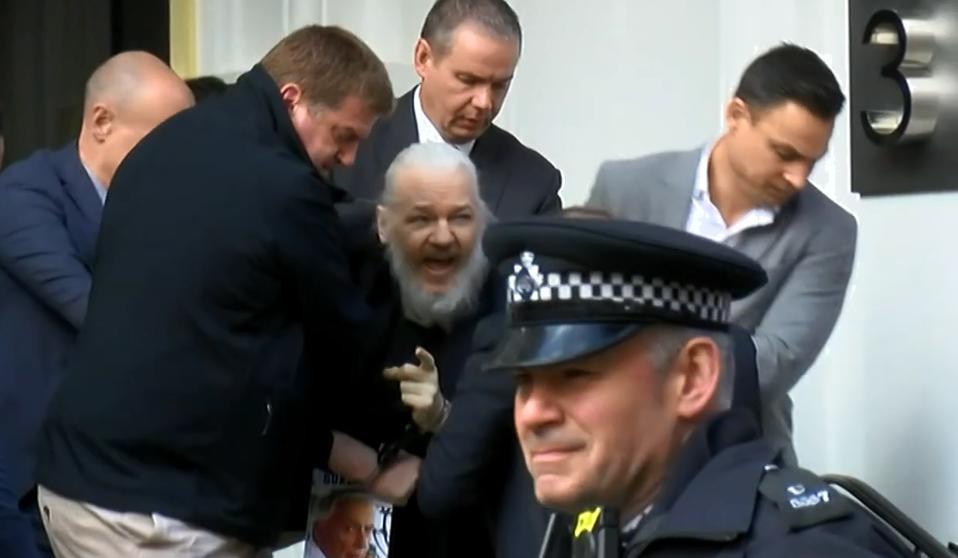 Arrestan A Julian Assange En Inglaterra