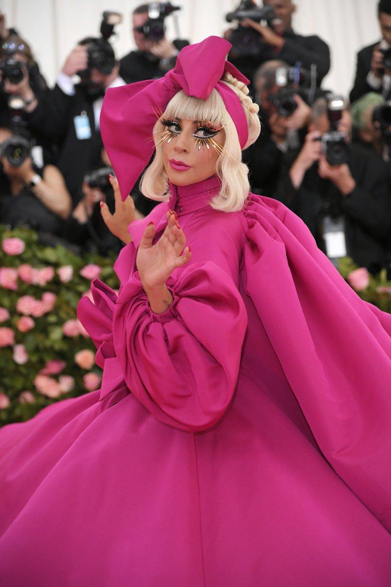 Lady Gaga Hace Show En La Gala Del Met