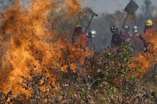 Con Descargas Aéreas, Bolivia Busca Sofocar Los Incendios