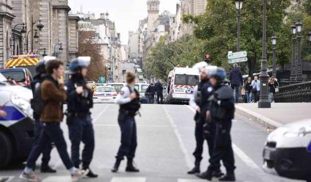 Al Menos Cuatro Policías Muertos En Un Ataque Con Cuchillo En La Jefatura De París