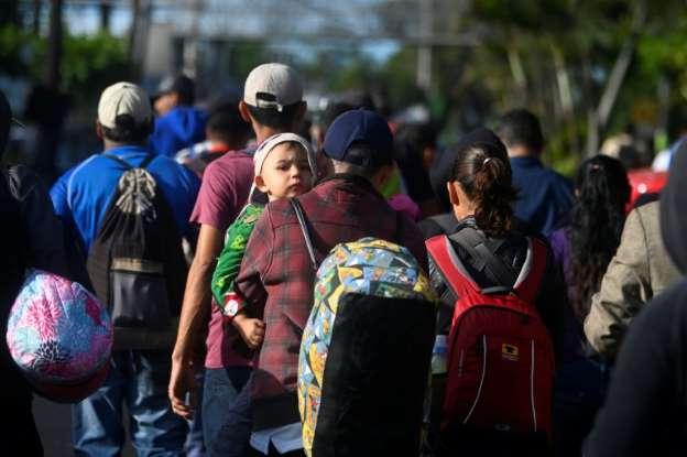 Pequeña Caravana De Migrantes Salvadoreños Inicia Marcha A EEUU