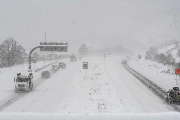 Tormenta Invernal Causa 5 Muertos En EEUU; Avanza Al Este