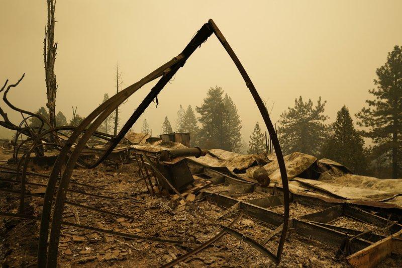 El Viento Amenaza Con Avivar Los Incendios En California