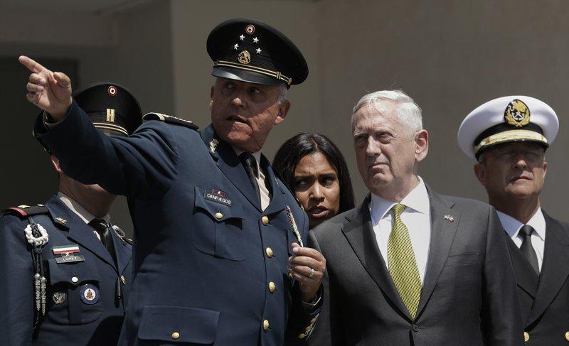 Arrestan En EEUU A Exsecretario De La Defensa De México