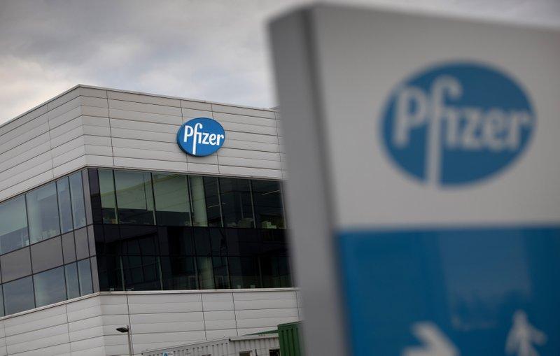 Gran Bretaña Autoriza La Vacuna De Pfizer Contra El COVID-19