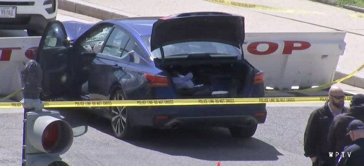 Dos Policías Heridos Al Ser Embestidos Por Un Auto Afuera Del Capitolio En Washington